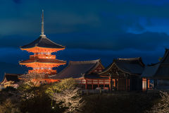 Blaue Stunde Kiyumizu-Tempels vor Dunkelheit, Kyoto Lizenzfreie Stockfotos