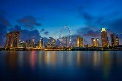 Blaue Stunde von Marina Bay Lizenzfreie Stockfotos
