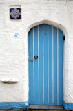 Blaue Tür lizenzfreie stockbilder
