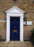Blaue Tür No.12 in den alten London-Häusern im Dockside Lizenzfreie Stockfotografie