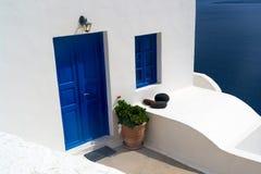 Blaue Tür, Santorini Stockfotos