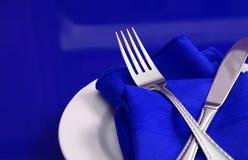 Blaue Tabellen-Einstellung Lizenzfreie Stockbilder