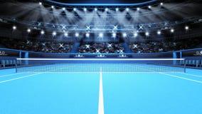 Blaue Tennisplatzansicht und -stadion voll von Zuschauern mit Scheinwerfern Stockbilder