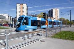 Blaue Tram in Solna Lizenzfreie Stockfotos