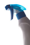 Blaue transparente Sprayflasche auf weißem Hintergrund Stockbild