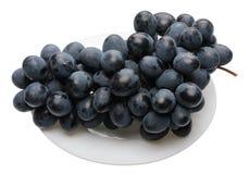 Blaue Trauben auf der Platte Stockbild