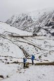 Blaue Trekkers AR Glen Coe, Schottland Stockbilder