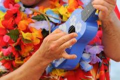 Blaue Ukulele in Hawaii lizenzfreie stockfotografie