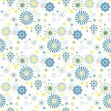 Blaue und gelbe Blumen am weißen Hintergrund Lizenzfreie Stockfotografie