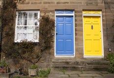Blaue und gelbe Tür Stockbilder