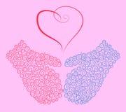 Blaue und rosa Handschuhe und ein Weinleseherz Stockfotos
