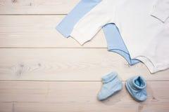 Blaue und weiße Babykleidung Lizenzfreies Stockbild