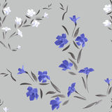 Blaue und weiße Blumen des nahtlosen Musters auf einem grauen Hintergrund Stockbild