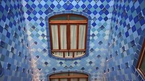 Blaue und weiße Fliesen der Casa Batllo stock video footage