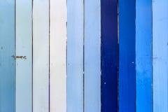 Blaue und weiße gestreifte hölzerne Wand Stockbilder