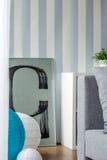 Blaue und weiße gestreifte Tapete Lizenzfreie Stockbilder