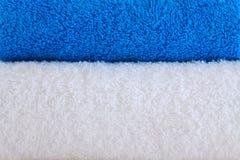 Blaue und weiße Tücher. Stockfoto
