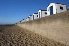 Blaue und weiße Strand-Hütten, Southwold, Suffolk, England Stockbild