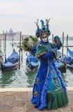 Blaue venetianische Verkleidung Stockfoto
