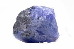 Blaue violette Extra Qualität raues Tanzanite von Tansania lokalisierte auf Weiß lizenzfreies stockfoto