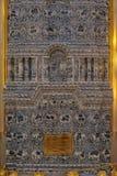 Blaue weiße Malereien auf einem mit Ziegeln gedeckten Ofen Stockbild