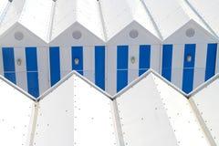 Blaue weiße Strandhütte Stockbild