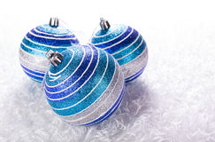 Blaue Weihnachtsbälle Stockbild