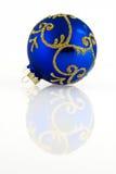 Blaue Weihnachtskugel Stockfoto