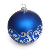 Blaue Weihnachtskugel getrennt auf weißem Hintergrund Stockbild