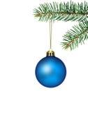 Blaue Weihnachtskugel mit Tanne Lizenzfreie Stockbilder