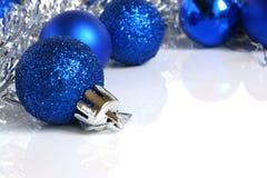 Blaue Weihnachtskugeln Lizenzfreies Stockfoto