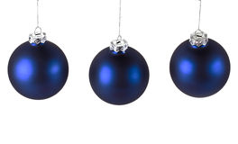 Blaue Weihnachtskugeln auf Weiß Lizenzfreie Stockbilder