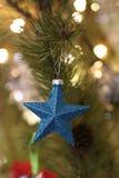 Blaue Weihnachtsverzierungen Stockbild