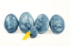 Blaue WeinleseOstereier lokalisiert auf Weiß Lizenzfreie Stockfotos