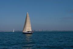 Blaue Yacht Lizenzfreie Stockfotos