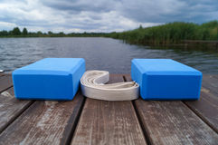 Blaue Yogaausrüstung lizenzfreie stockbilder