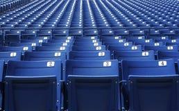 Blaue Zuschauertribünen stockfotos
