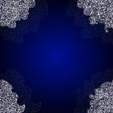 Blauer abstrakter dekorativer Vektorrahmen mit weißen Spitzen- Ecken Lizenzfreie Stockfotografie