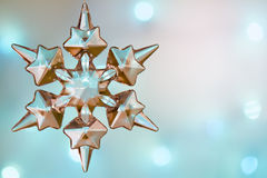 Blauer abstrakter Kristallhintergrund der Weihnachtsschneeflocke Stockfoto