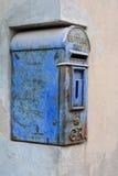 Blauer alter Briefkasten Stockbild