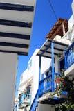 Blauer Balkon von Mykonos Stockfotos