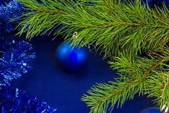 Blauer Ball und blaue Linie Lizenzfreie Stockbilder