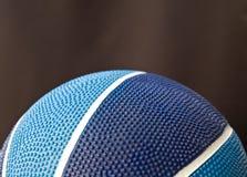 Blauer Basketball lizenzfreies stockfoto