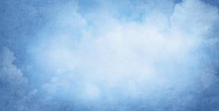 Blauer bewölkter Hintergrund stockbild