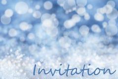Blauer Bokeh-Weihnachtshintergrund, Schnee, Text-Einladung Stockfotografie