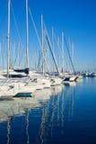 Blauer Denia Jachthafenkanal in Alicante Spanien Stockfotos