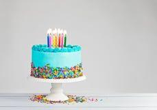 Blauer Geburtstag-Kuchen lizenzfreie stockfotos
