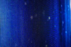 Blauer geführter Schirm mit weißen Punkten Stockfotografie