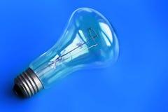 Blauer Glühlampen-Hintergrund Stockfoto