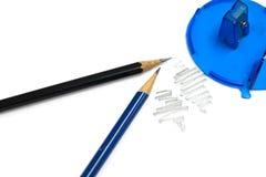 Blauer hölzerner Bleistiftspitzer und Bleistift Lizenzfreie Stockfotografie
